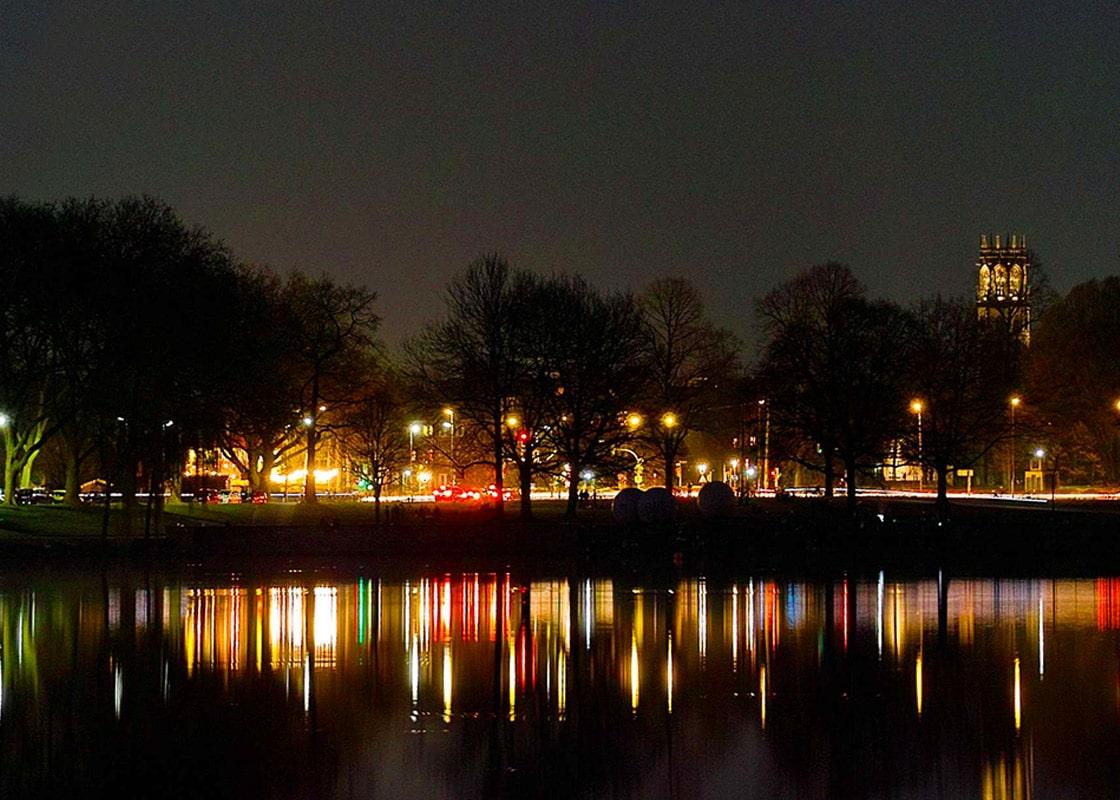 Münster Aaseestadt bei Nacht mit Wasserspiegelungen